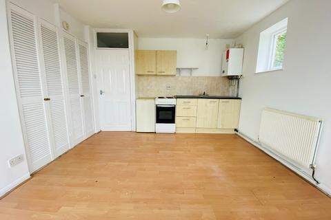 Studio to rent - Farley Lodge, Ruthin Close, Luton LU1