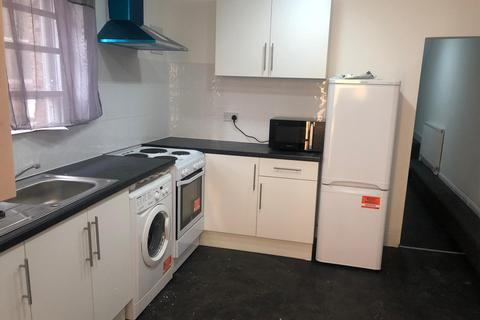 1 bedroom flat share to rent - High Road, Wood Green N22