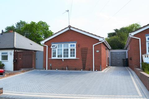 2 bedroom detached bungalow for sale - Pruden Avenue, Lanesfield, Wolverhampton, WV4 6PT