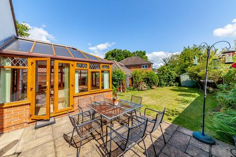 3 bedroom detached bungalow for sale - Rowtown, Addlestone, KT15
