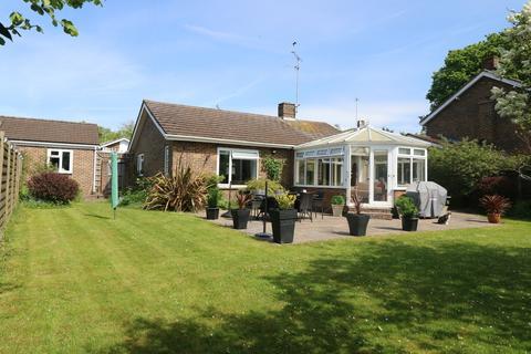 2 bedroom detached bungalow to rent - Fir Tree Close, Plummers Plain