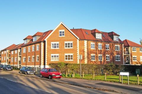 2 bedroom flat to rent - Hubbard Court, Loughton