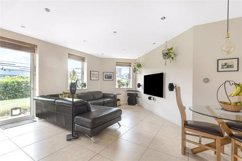 3 bedroom flat for sale - Davis House, 5 Huguenot Drive, London, N13