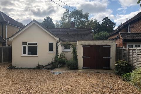 3 bedroom detached bungalow to rent - Forest Road, Ascot, Berkshire