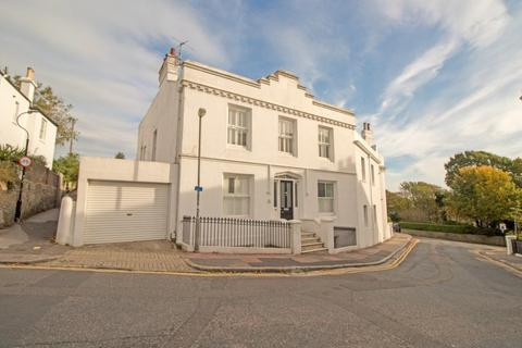 3 bedroom apartment to rent - Clifton Terrace, Brighton