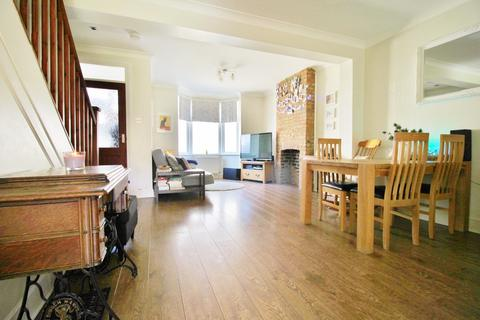 2 bedroom semi-detached house to rent - Mulberry Way, South Woodford