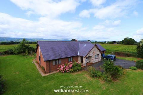 3 bedroom detached bungalow for sale - Pentrefelin, Denbigh