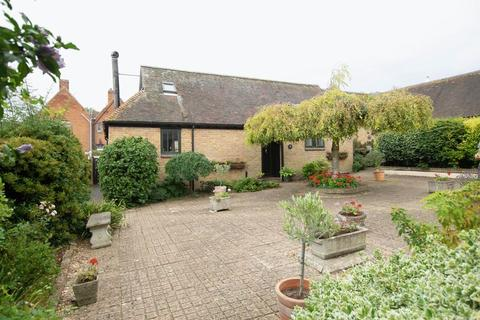 2 bedroom semi-detached house for sale - Staple