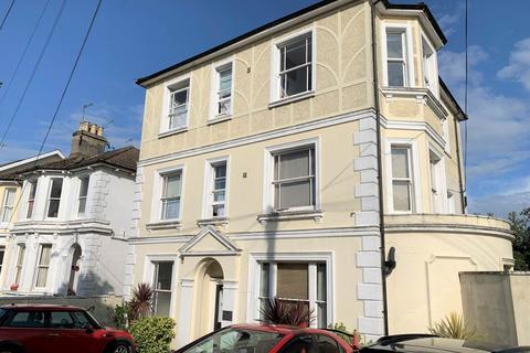 Studio to rent - Upper Grosvenor Road, Tunbridge Wells, Kent