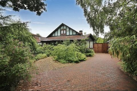 3 bedroom detached bungalow for sale - Halsall Lane, Formby