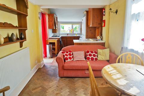 5 bedroom house to rent - Windermere Avenue , ,