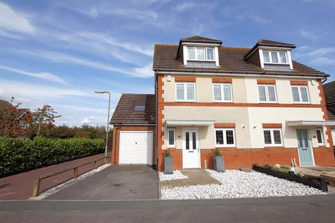 4 bedroom semi-detached house for sale - Langton Close, Lee-on-the-Solent, PO13