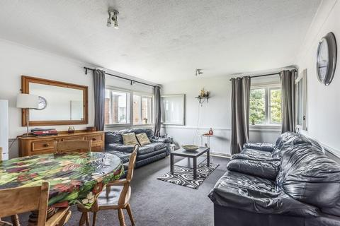 2 bedroom apartment for sale - Sandown Close, Hounslow, TW5