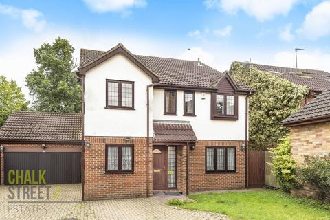 5 bedroom detached house for sale - Sydenham Close, Romford, RM1