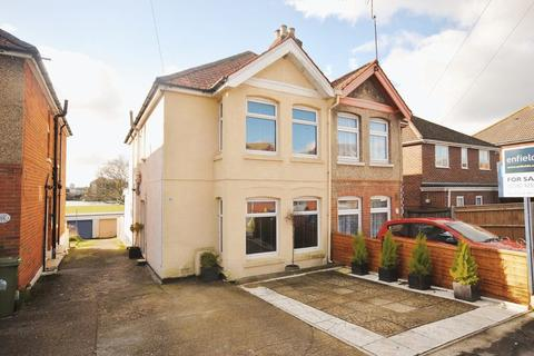 3 bedroom semi-detached house for sale - Manor Farm Road, Bitterne Park