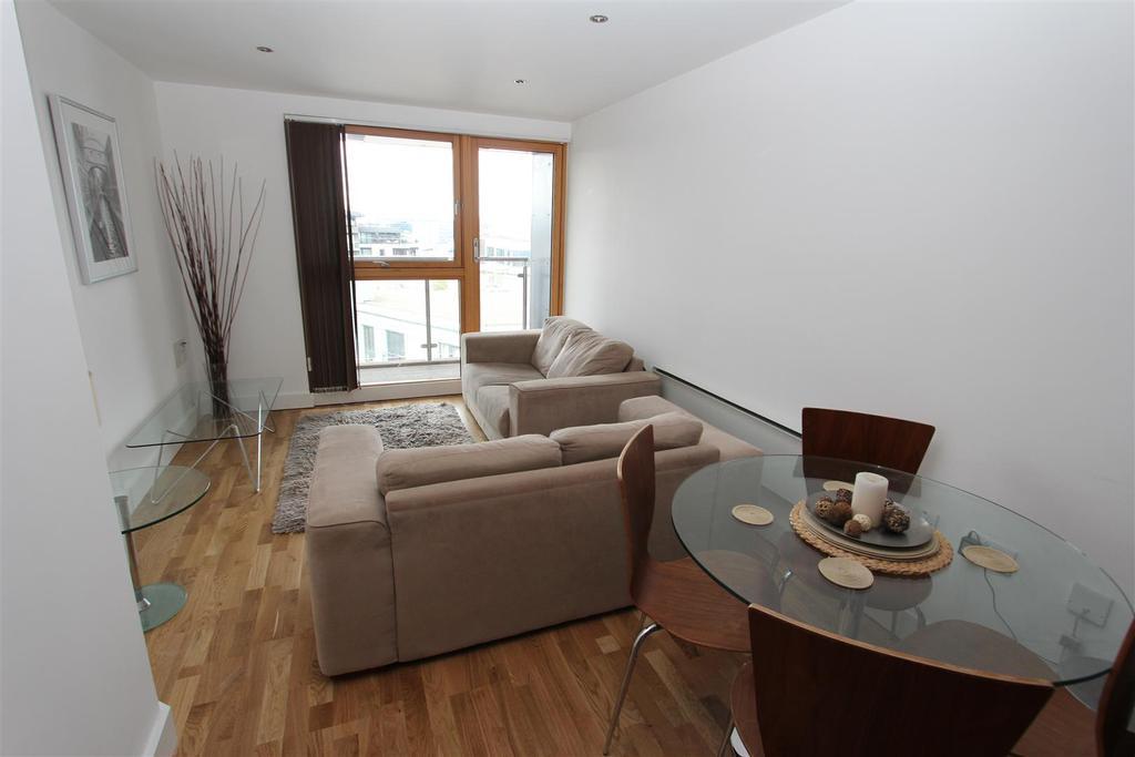 Livingroom .JPG