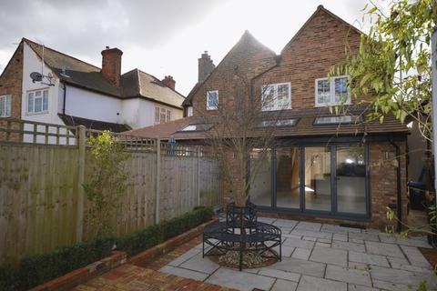 3 bedroom semi-detached house to rent - Horseshoe Crescent, Beaconsfield