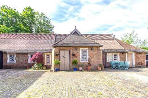 2 bedroom bungalow to rent - Pendell Road, Bletchingley