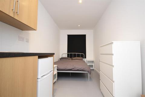 Studio to rent - Long Drive, Acton, W3 7PP