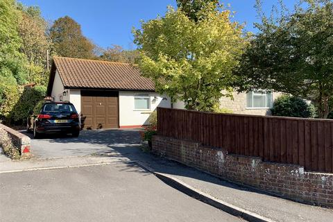 3 bedroom bungalow for sale - Detached Bungalow Off Buxton Rd, Wyke