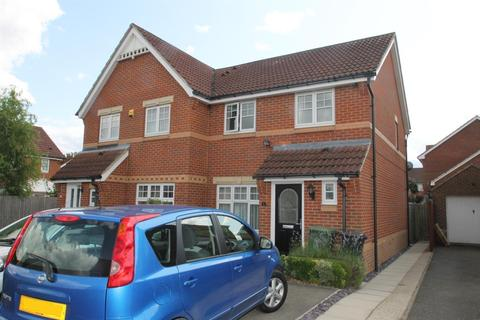 3 bedroom semi-detached house for sale - Watersmeet Close, Maidstone