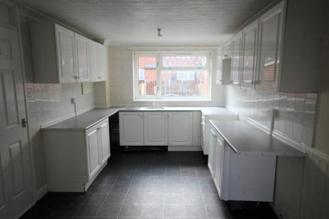 3 bedroom terraced house to rent - Kinderscout Close, Bransholme, HU7