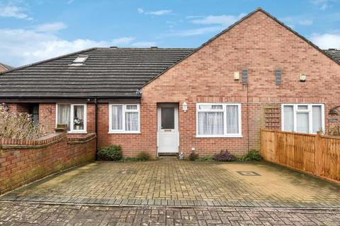 2 bedroom bungalow for sale - High Wycombe, Buckinghamshire, HP11