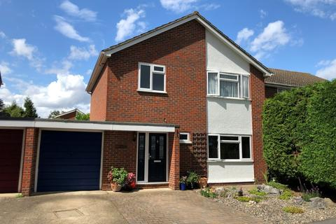 3 bedroom apartment for sale - Boscombe Close, Egham, TW20