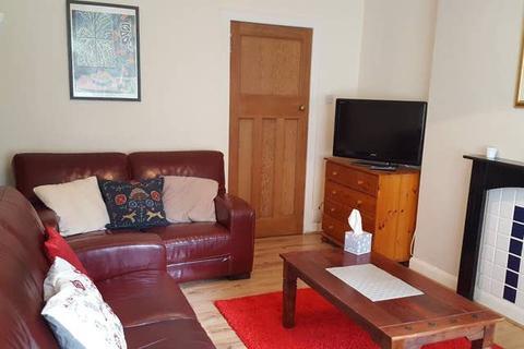 3 bedroom ground floor flat to rent - 11 Penrith Drive , Glasgow G12