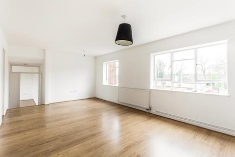 2 bedroom flat to rent - High Road, Chigwell, IG7