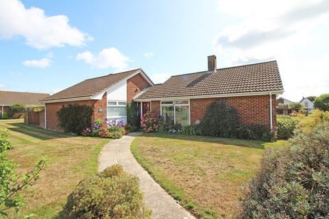 3 bedroom detached bungalow for sale - Dryden Place, Milford On Sea, Lymington
