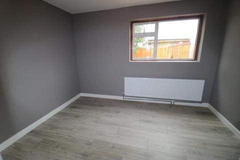 Studio to rent - Lytton Avenue, Enfield, EN3
