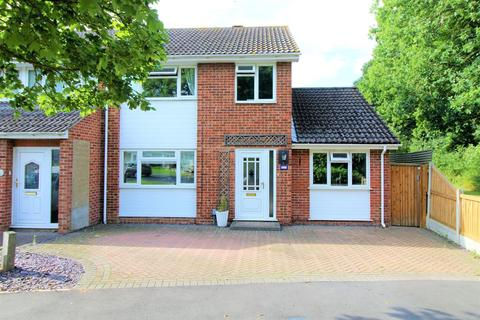 3 bedroom semi-detached house for sale - St. Cyrus Road, Colchester, Essex, CO4