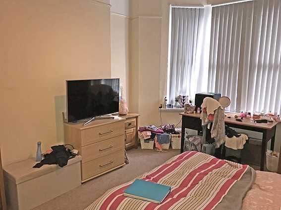 Front room/bedroom no. 1