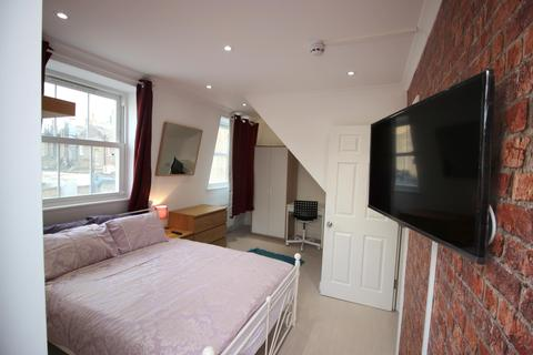 4 bedroom house share to rent - Chusan Place, Commercial Road, Limehouse, E14