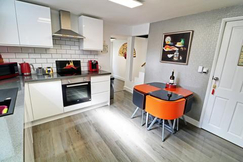 3 bedroom end of terrace house for sale - Mill Road, NR31