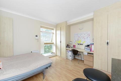 Studio to rent - Kensington Gardens Square, W2