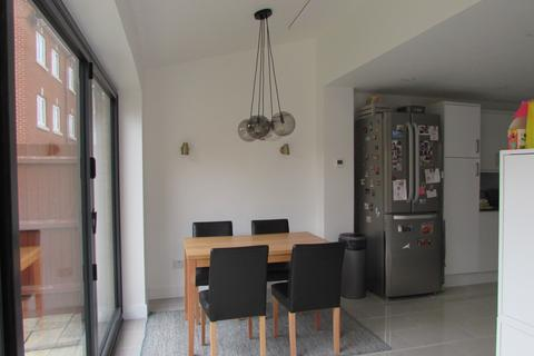 3 bedroom semi-detached house to rent - Meadfoot Place