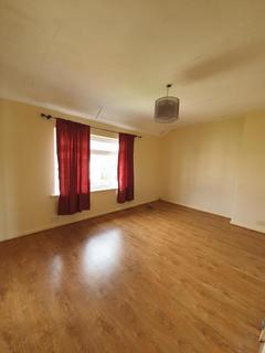 2 bedroom house to rent - Highgrove Road, Dagenham, RM8