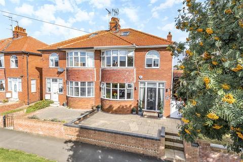 3 bedroom semi-detached house for sale - First Avenue, Bridlington, YO15 2JR