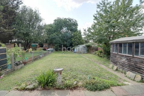 3 bedroom semi-detached house for sale - Christchurch Avenue, Rainham, RM13