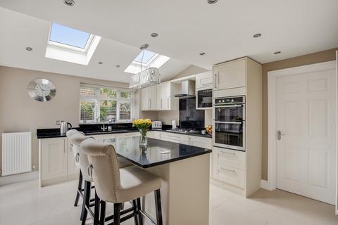 4 bedroom detached house for sale - Snowbell Road, Park Farm, Ashford