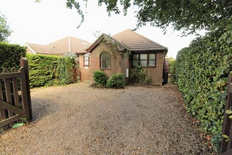2 bedroom detached bungalow for sale - Normandy, Guildford
