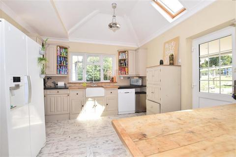 3 bedroom detached bungalow for sale - Yelsted, Sittingbourne, Kent