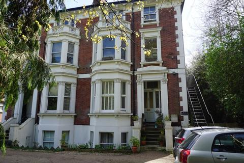Studio to rent - Montacute Gardens, Tunbridge Wells, Kent