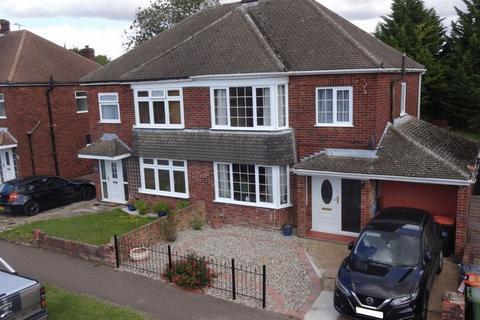 3 bedroom semi-detached house for sale - Leafields, Houghton Regis