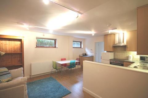 Studio to rent - Quarry Hill Park, Reigate, Surrey, RH2