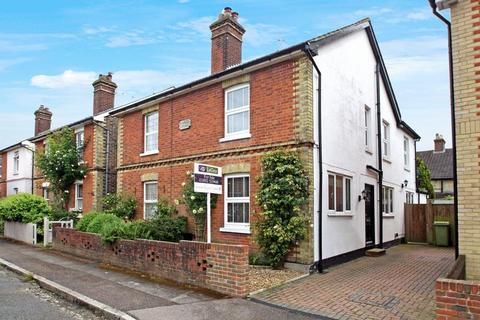 3 bedroom semi-detached house to rent - Elm Road, Tunbridge Wells