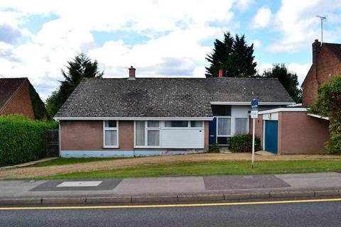 3 bedroom detached bungalow for sale - Silverdale Road, Earley, Reading, Berkshire