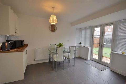 3 bedroom terraced house for sale - Riverside Way, Castleford, West Yorkshire